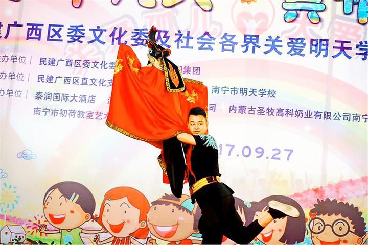 【原创】爱在金秋,广西民建艺术家到南宁市明天学校献爱心 - 朱哥哥 - 朱哥哥荒腔走板的江湖