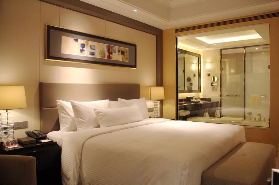 淮安万达嘉华酒店毗邻万达广场,与其紧邻的办公楼组成双子塔