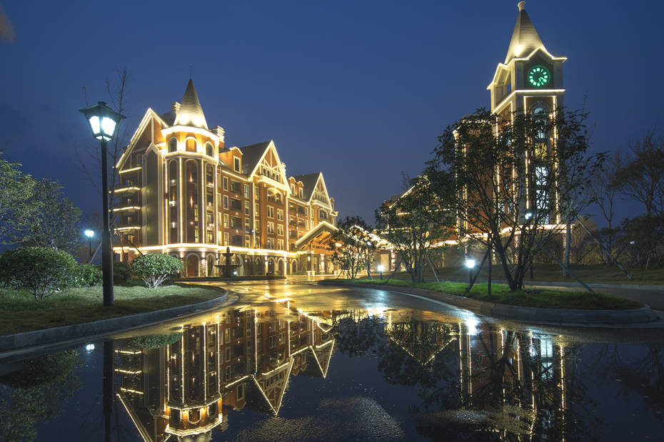 小洋口旅游开发区内,距离如东县城商业区仅约40分钟车程,到南通市全程