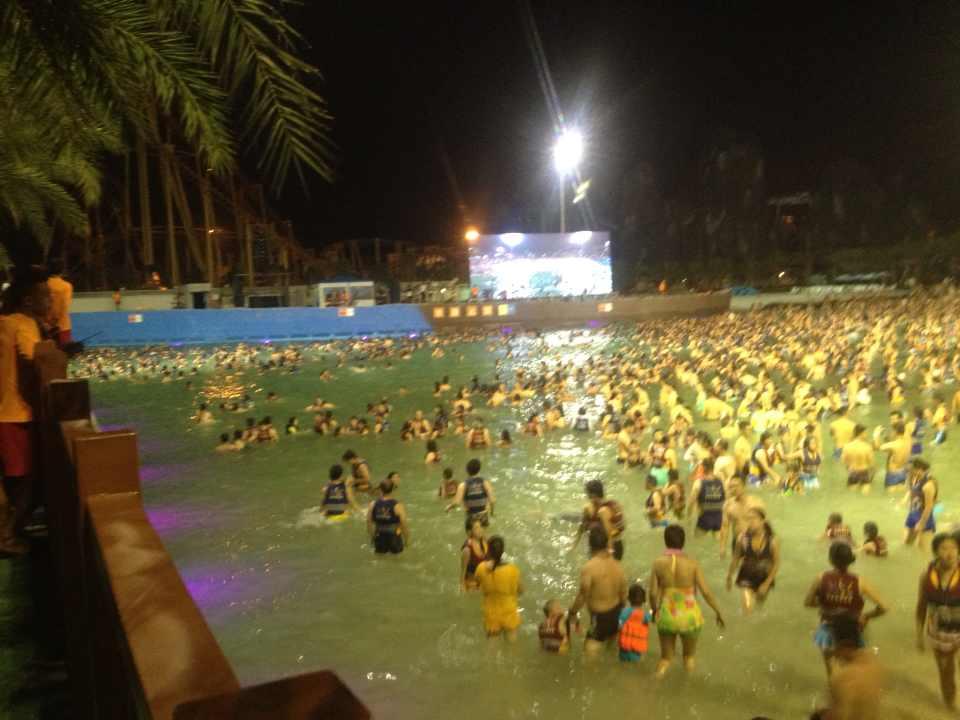 桂林玉圭园 水上乐园 夜场 一般不太好玩,去玩冲浪要看好自 驴妈妈点