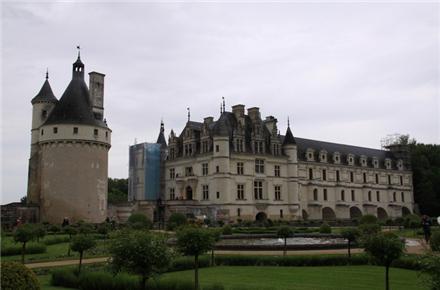 法国巴黎1日游 堡后之称的雪侬梭古堡 堡王香波古堡 法国母亲河卢瓦