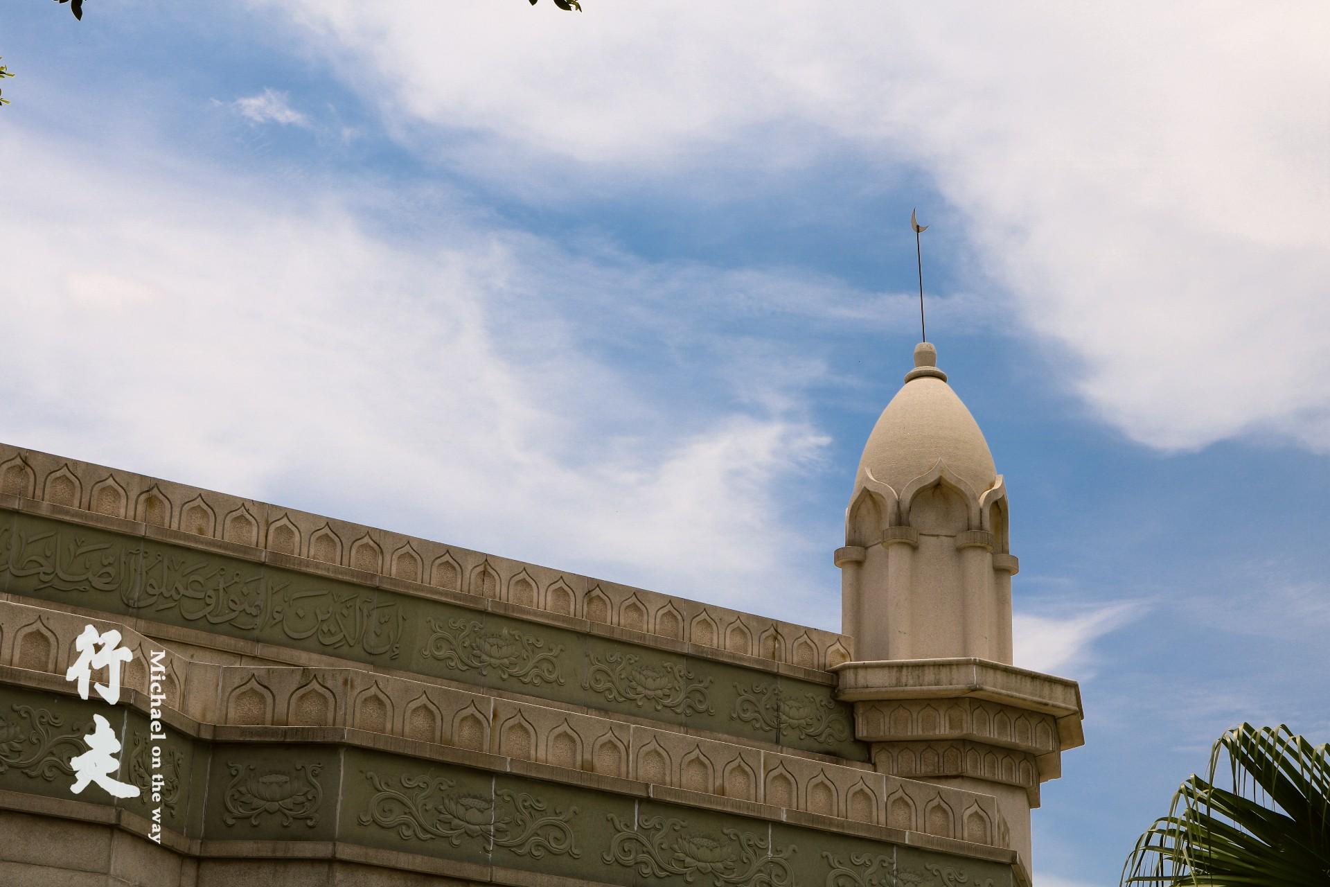 朴而清幽,极具伊斯兰教风格建筑.   与你回眸只存在一线之间,   游