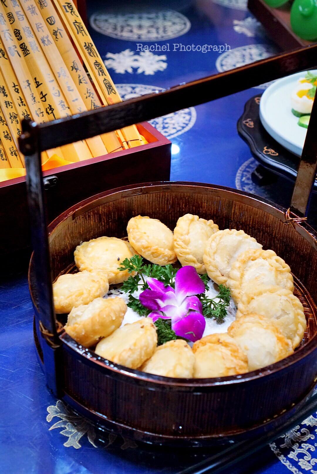 考边��y�#�.b9c�_泗阳县洋河镇有一种饼,名叫车轮饼,这种饼小小的,圆圆的,边上捏满