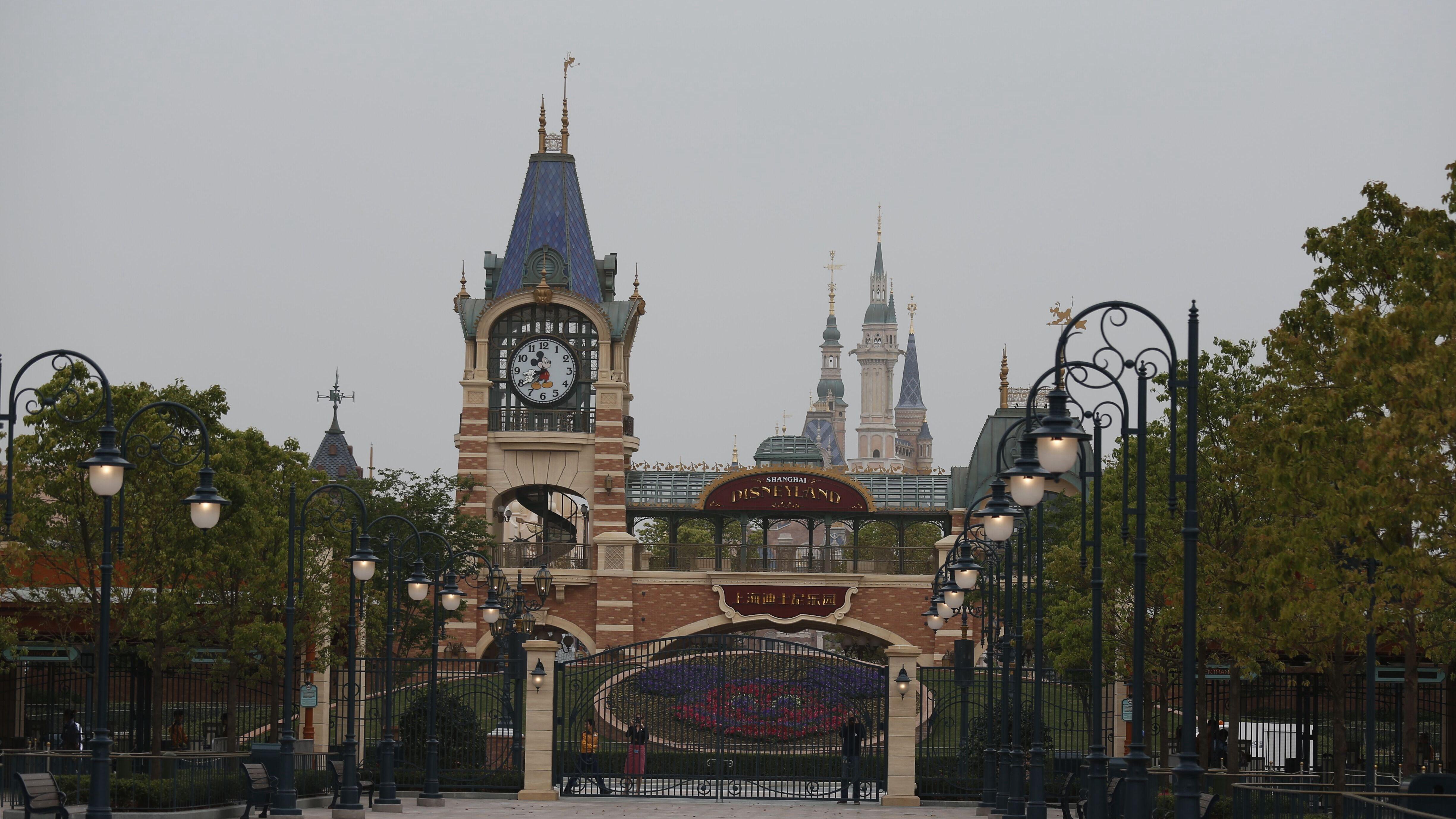上海迪士尼乐园 上海迪士尼乐园 成人票上海迪士尼乐园我们一行人是早上7 30出发, 驴妈妈点评