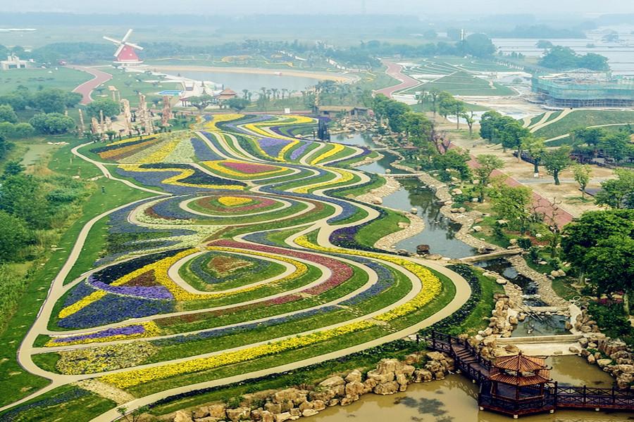 南通绿博园的一期,占地面积390亩,是由热带植物温室群为核心,汇集全球