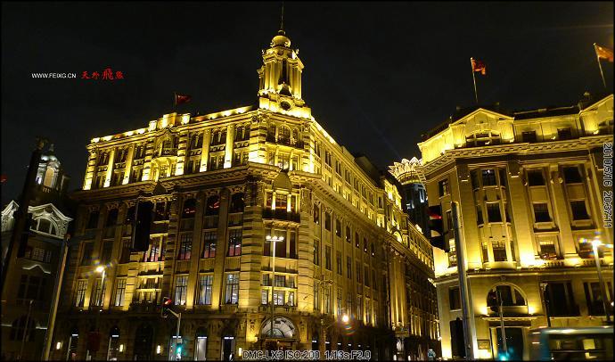 考边��y�#�.b9c�_黄浦江边的上海万国建筑群灯火通明.