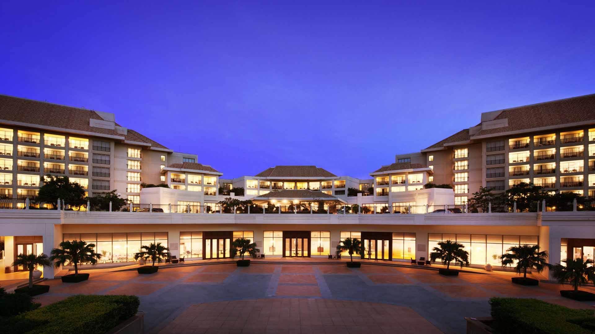 成都三亚亚龙湾万豪度假酒店园景房5日双飞跟团游