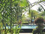 三亚双飞5日4晚自由行(三亚湾希尔顿欢朋酒店,每日自助早餐 享超大泳池健身房、室内儿童乐园  含接机)